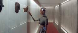 Из машины (Ex Machina), 2014